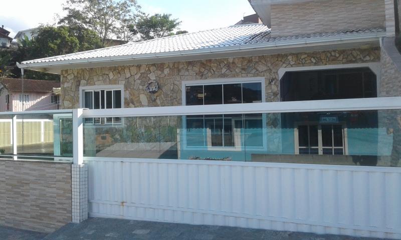 Casa Código 2740 a Venda no bairro Sul do Rio na cidade de Santo Amaro da Imperatriz Condominio