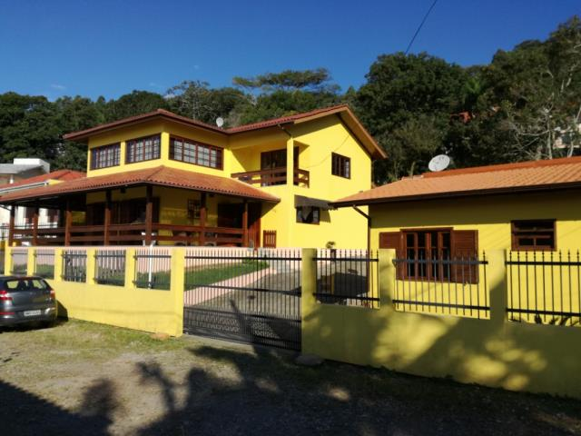 Casa Código 3528 a Venda no bairro Praia de Fora na cidade de Palhoça Condominio