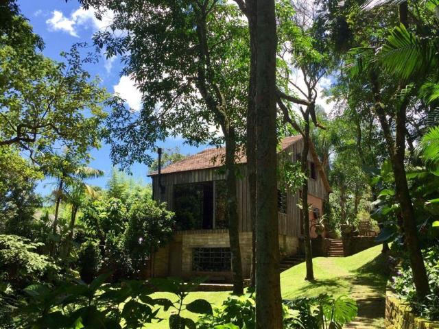 Sítio Código 3531 a Venda no bairro Lagoa da Conceição na cidade de Florianópolis Condominio