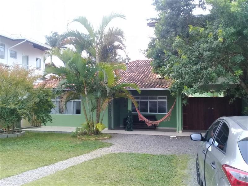 Casa Código 4020 a Venda no bairro Guarda do Embaú (Ens Brito) na cidade de Palhoça Condominio