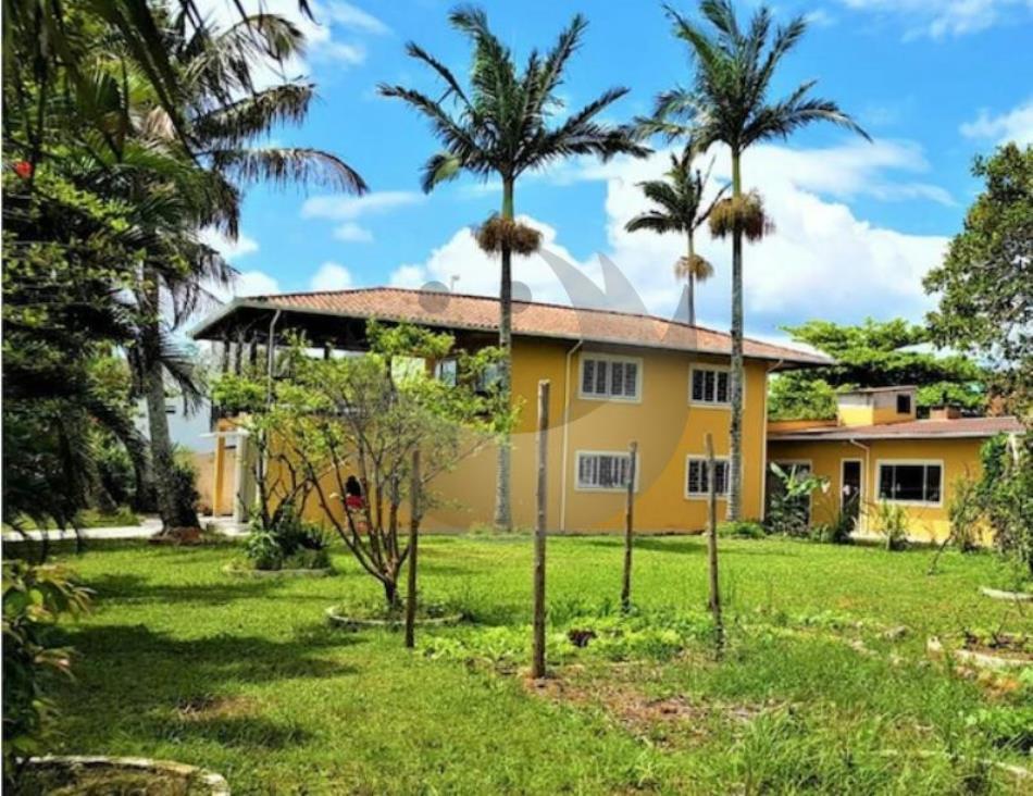 Casa Código 4250 a Venda no bairro Praia de Fora na cidade de Palhoça Condominio