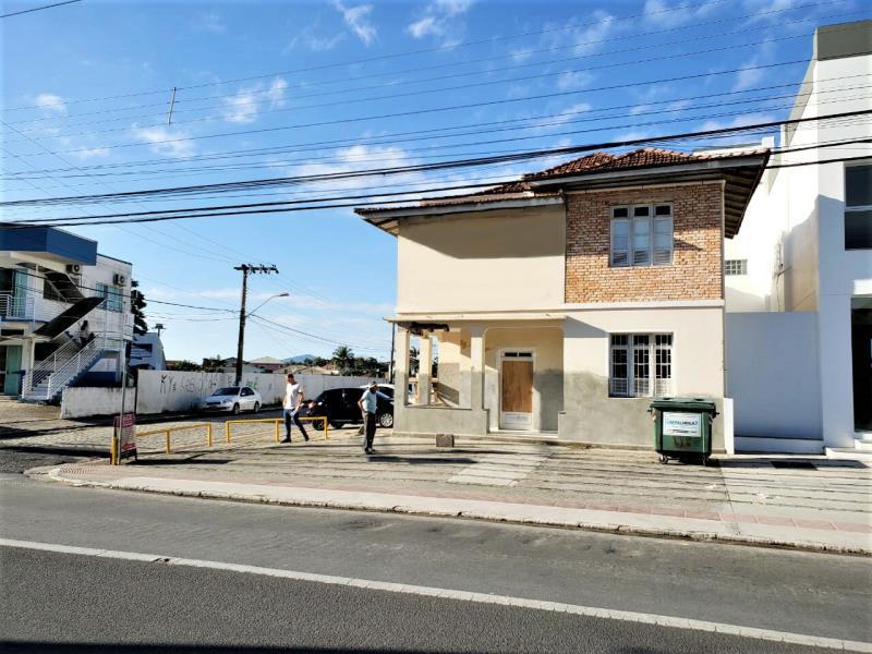 Casa Código 4295 para alugar no bairro Centro na cidade de Palhoça Condominio