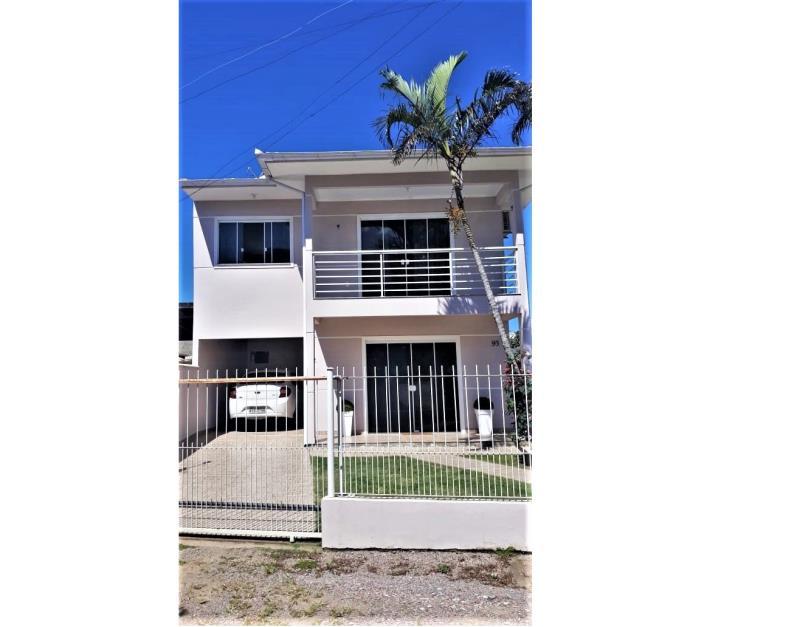 Casa Código 4394 a Venda no bairro Enseada do Brito (Ens Brito) na cidade de Palhoça Condominio