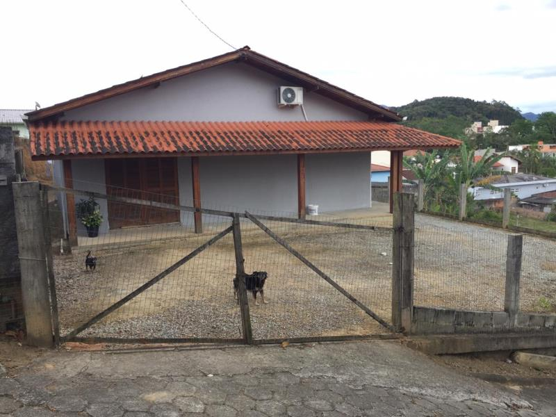 Casa Código 4421 a Venda no bairro Sul do Rio na cidade de Santo Amaro da Imperatriz Condominio