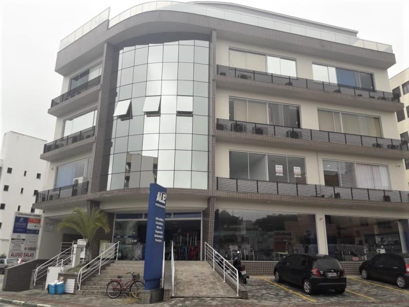 Sala Código 4422 para alugar no bairro Centro na cidade de Santo Amaro da Imperatriz Condominio