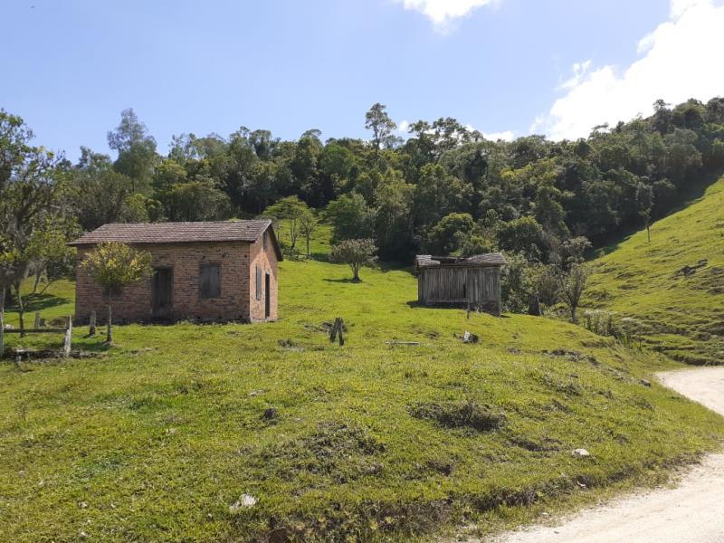 Sítio Código 4552 a Venda no bairro Rio do Meio na cidade de Anitápolis Condominio