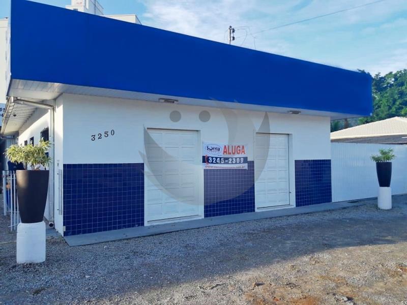 Sala Código 4615 para alugar no bairro Vila Becker na cidade de Santo Amaro da Imperatriz Condominio