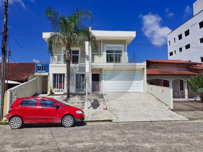 Casa Código 4826 a Venda no bairro Centro na cidade de Santo Amaro da Imperatriz Condominio