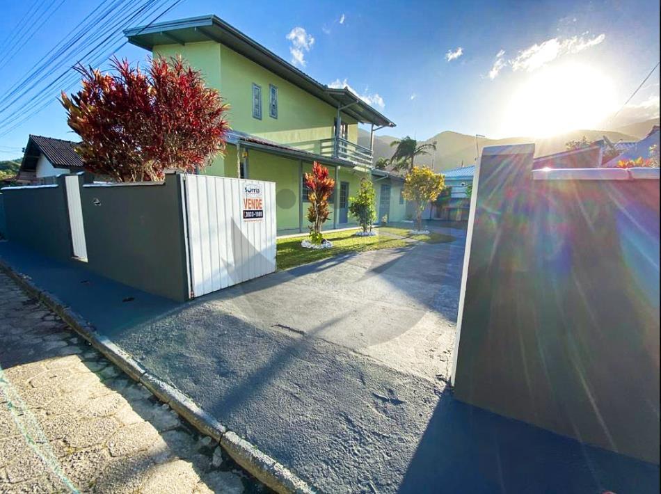 Casa Código 4897 a Venda no bairro Enseada do Brito (Ens Brito) na cidade de Palhoça Condominio