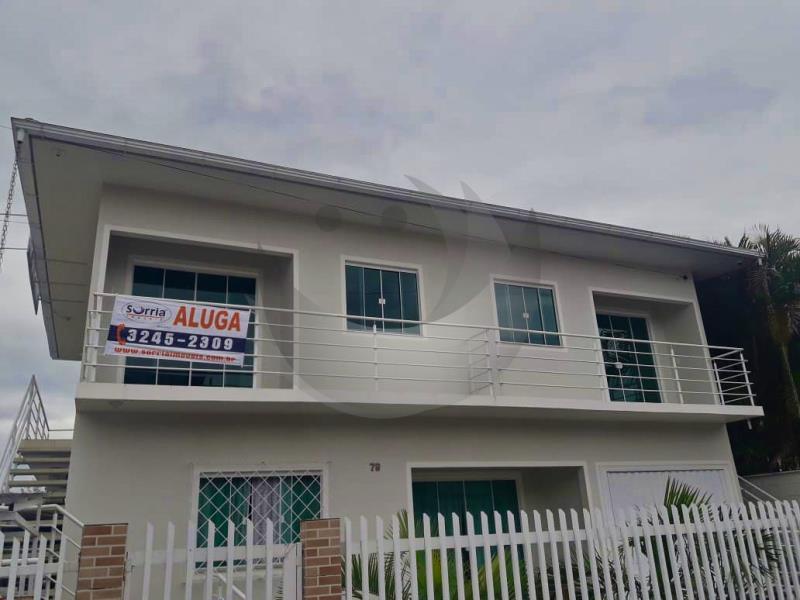 Casa Código 5092 para alugar no bairro Vila Santana na cidade de Santo Amaro da Imperatriz Condominio