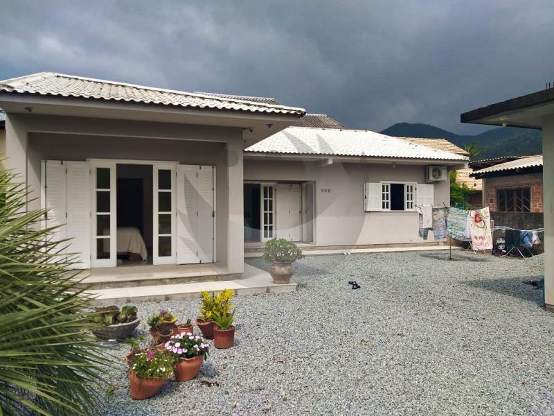 Casa Código 5160 a Venda no bairro Praia de Fora na cidade de Palhoça Condominio
