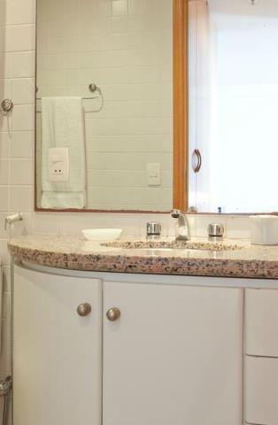 4. Banheiro com gabinete