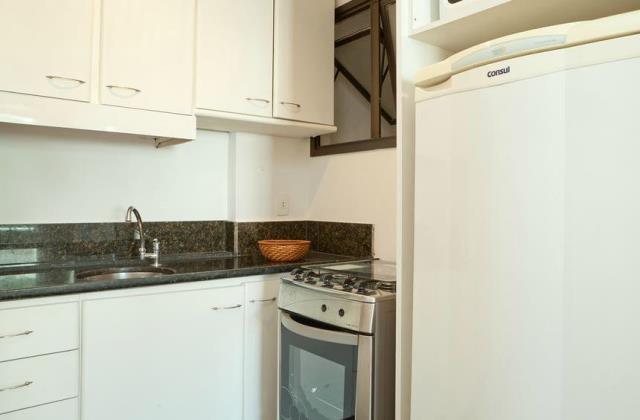 6. cozinha com geladeira e fogão