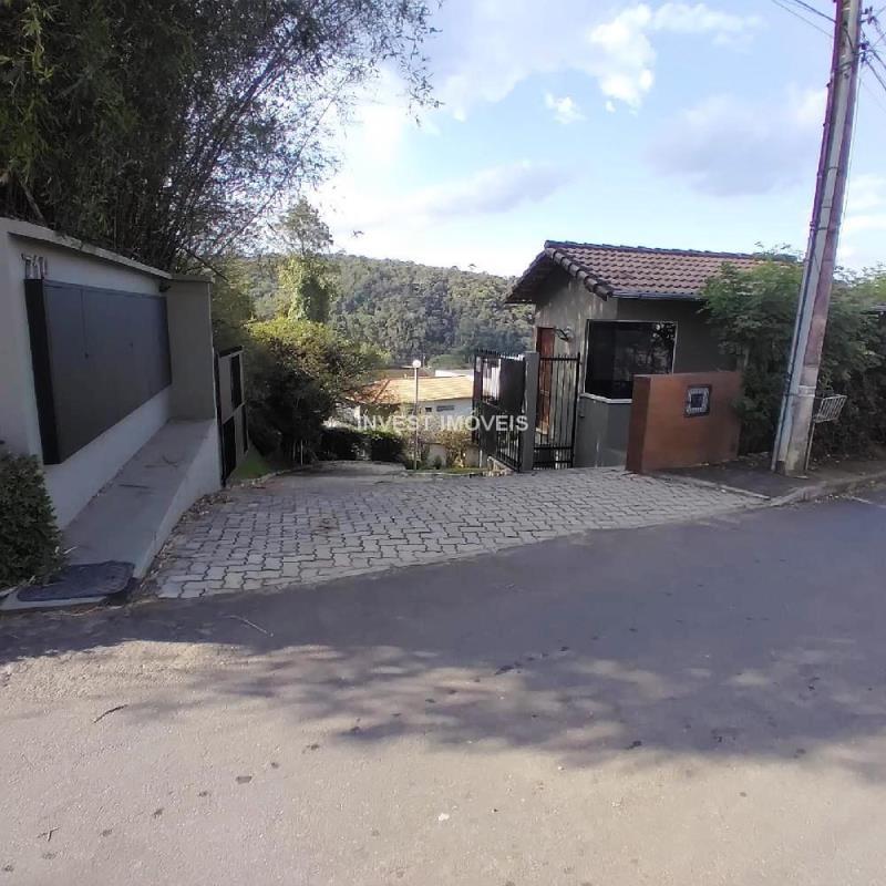 Casa-Codigo-12177-a-Venda-no-bairro-Vina-Del-Mar-na-cidade-de-Juiz-de-Fora