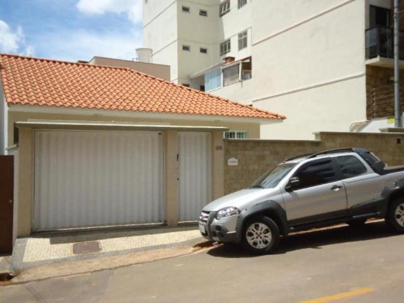 Casa-Codigo-12219-a-Venda-no-bairro-Jardim-Liu-na-cidade-de-Juiz-de-Fora