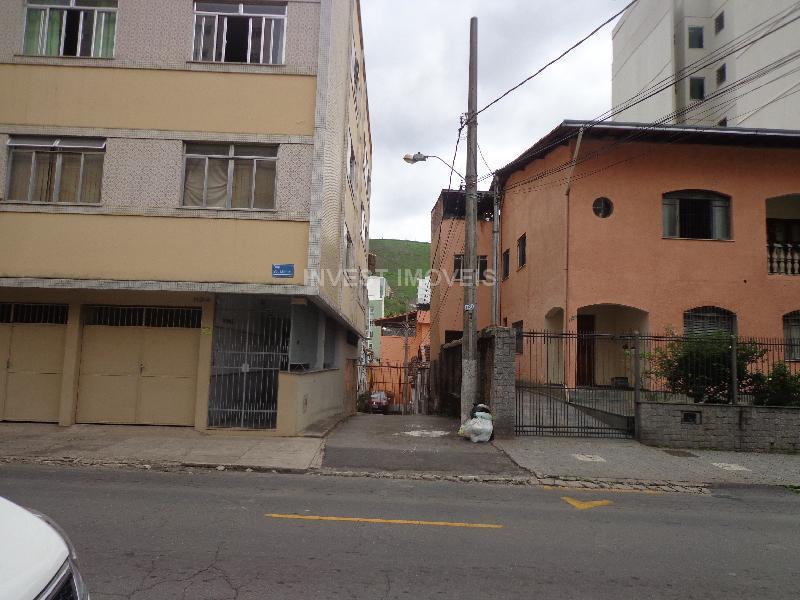 Casa-Codigo-3301-a-Venda-no-bairro-São-Mateus-na-cidade-de-Juiz-de-Fora