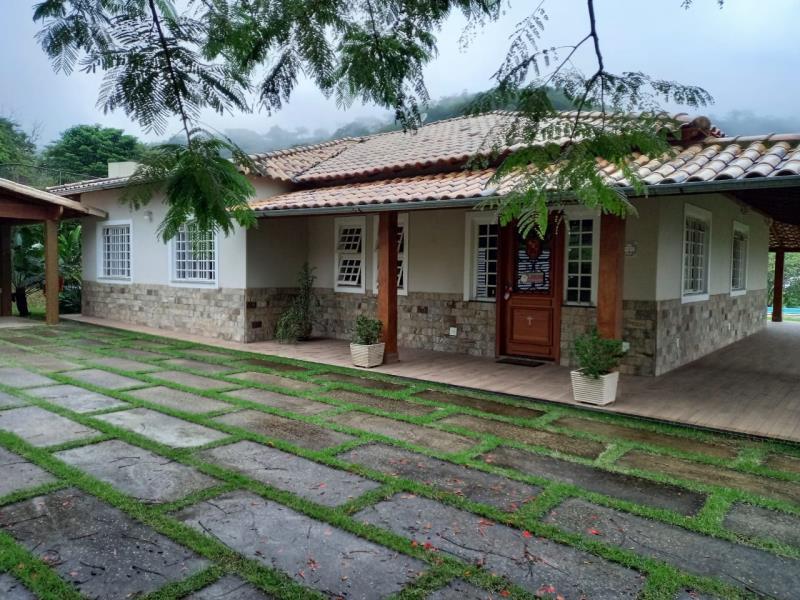 Granja-Codigo-8726-a-Venda-no-bairro-Retiro-na-cidade-de-Juiz-de-Fora