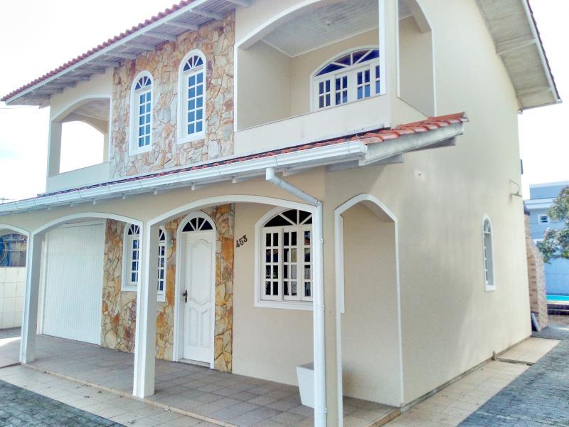 Casa-Codigo-4300-a-Venda-no-bairro-Centro-na-cidade-de-Palhoça