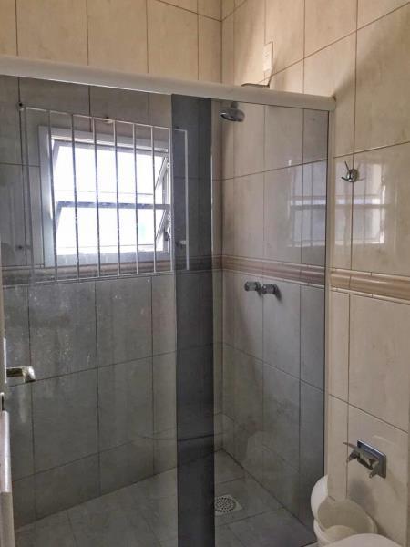 28. Banheiro piso superior