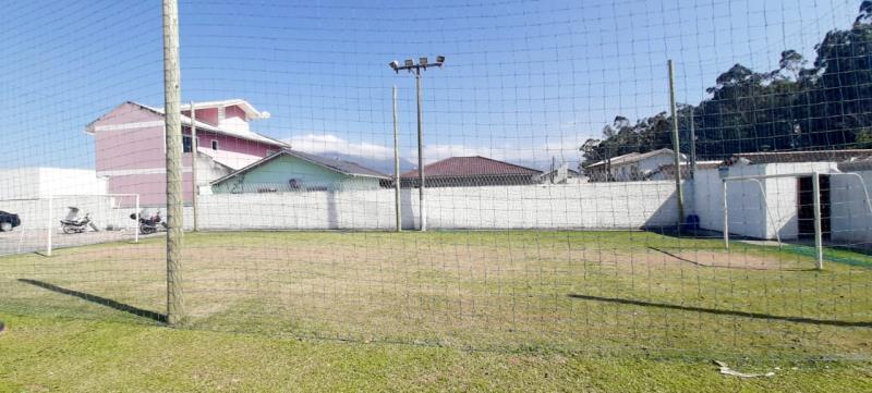 13. Campo de Futebol