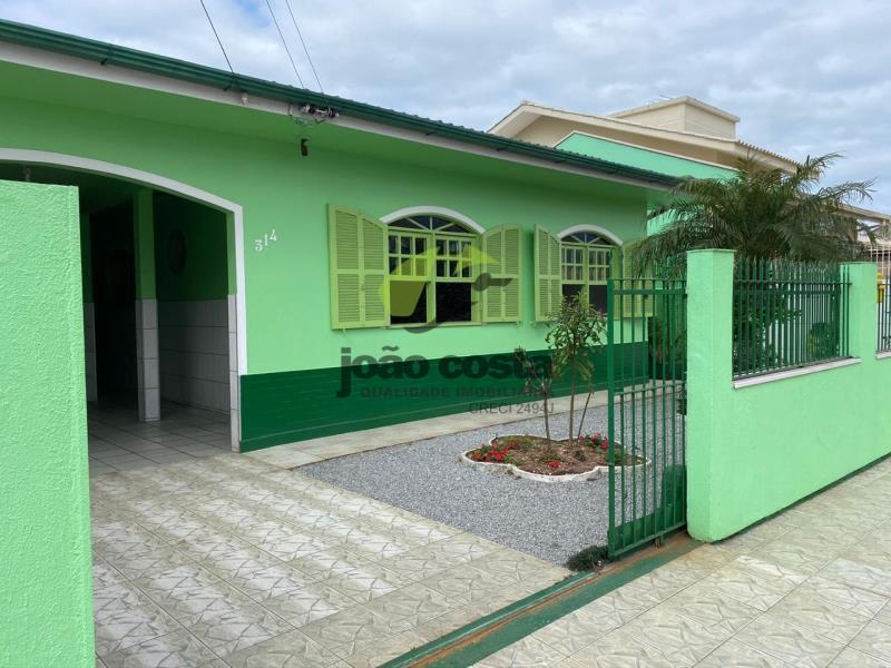 Casa-Codigo-4563-a-Venda-no-bairro-Ponte-do-Imaruim-na-cidade-de-Palhoça