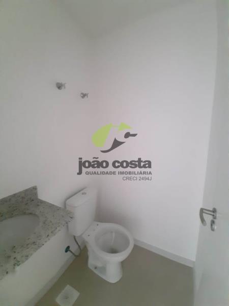 18. banheiro 704