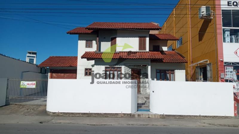 Casa-Codigo-2433-a-Venda-no-bairro-Centro-na-cidade-de-Palhoça