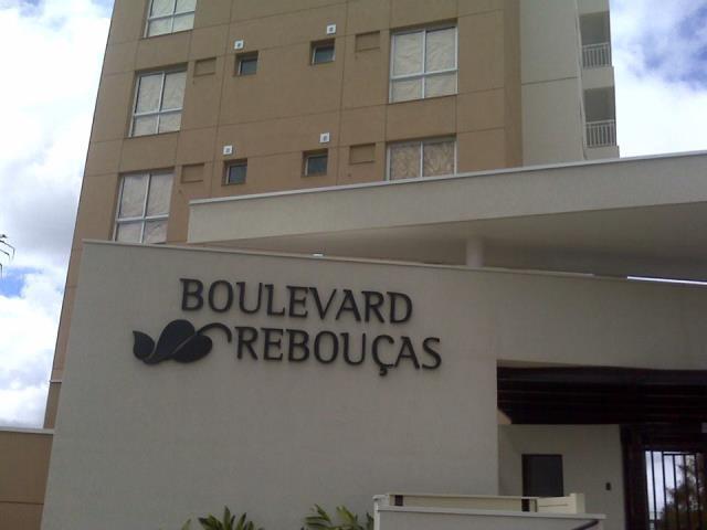 Excelente Apartamento de 03 dormitórios sendo 1 suíte no bairro Rebouças.    * CONSTRUTORA ROSSI;   * RESIDENCIAL Boulevard Rebouças;  * MOBILIADO;   * 03 dormitórios (sendo 01 suíte);   * Cozinha;   * SALA para dois ambientes;   * Sacada com churrarqueira;   * ÁREA de serviço;  * 2 Vagas de garagem;  * Quadra esportiva;  * Espaço gourmet;  * Salão de festas;  * Playground;  * Brinquedoteca;  * Lounge adolescente;  * Piscina adulto e infantil;  * Spa, fitness, atelier;  * Baby - care;  * Salão de jogos;  * Home Office;  * Cinema e teatro;  * Biblioteca e Lavanderia;  * Portaria e vigilância 24 horas;  ENTRE EM CONTATO CONOSCO, SAIBA MAIS E AGENDE SUA VISITA: 41 3090-9600   CRECI-5061-J  ** Valor sujeito à alterações sem aviso prévio.
