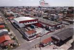 Excelente Barracão próximo ao Aeroporto de São José dos Pinhais   - Localizado no Bairro Boneca do Iguaçu a 2 quadras da Av. Rui Barbosa.  - Localizado a apenas 3 km do terminal de cargas do Aeroporto Afonso Pena.   - Area construida de 4000m2 sendo 300m2 de escritórios.  - Pé direito:     1850m2 com 8mts vão livre sem colunas     1850m2 com 6mts   - 28 Metros lineares de docas com 6 portas  - Acesso para caminhões para dentro do galpão  - Piso 8ton/m2  - Patio frontal e fundos com 1700m2  ENTRE EM CONTATO CONOSCO, SAIBA MAIS E AGENDE SUA VISITA: 41 3090-9600  * CRECI-5061-J  ** Valor sujeito à alterações sem aviso prévio