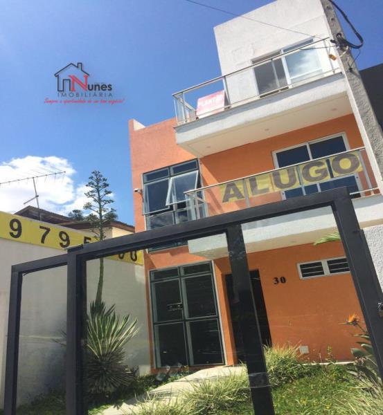 Sobrado triplex com 3 dormitórios no Ecoville  Excelente localização  em região nobre de Curitiba,  entre Batel e Ecoville, próximo a Mercadoteca e condomínios de edifícios e de residências de alto padrão.   Lavabo  Varanda;  Terraço com churrasqueira;  ENTRE EM CONTATO CONOSCO E SAIBA MAIS - 3090-9600  CRECI - 5061-J
