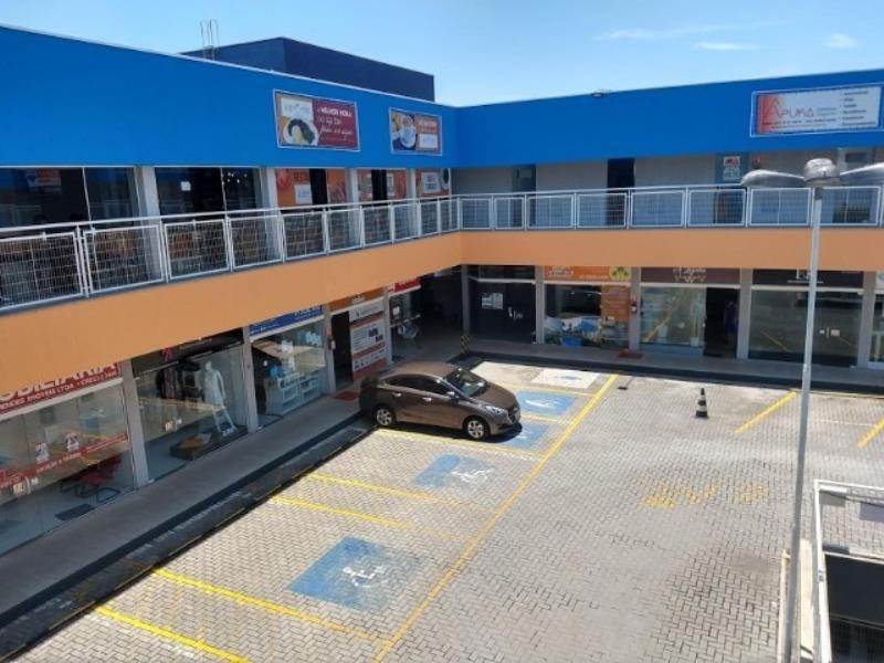 Consultório completo no Novo Mundo  Localizado no  Centro Comercial Avenida Brasília   Em frente à praça de alimentação.   Segurança 24 horas.   Cadeira Gnatus  Fotopolimerizador de LED,  Ultrassom e jato de bicarbonato.   Sala de esterilização com autoclave, seladora, cuba ultrassônica e compressor silencioso.  * ENTRE EM CONTATO CONOSCO, SAIBA MAIS E AGENDE SUA VISITA: 41 3090-9600  * CRECI-5061-J  ** Valor sujeito à alterações sem aviso prévio.