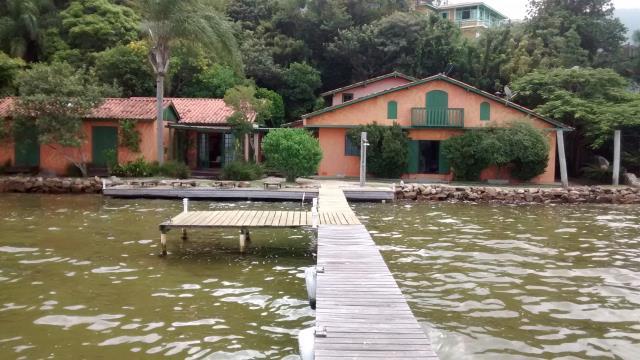 Casa-Codigo-371-a-Venda-no-bairro-Canto-dos-Araças-na-cidade-de-Florianópolis