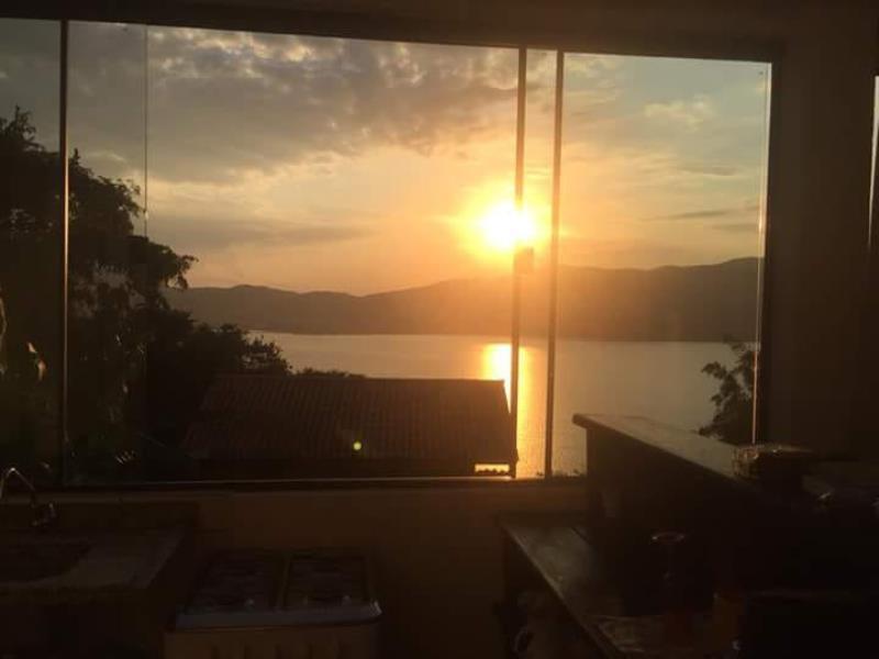 Casa-Codigo-660-para-Alugar-na-temporada-no-bairro-Praia-Mole-na-cidade-de-Florianópolis