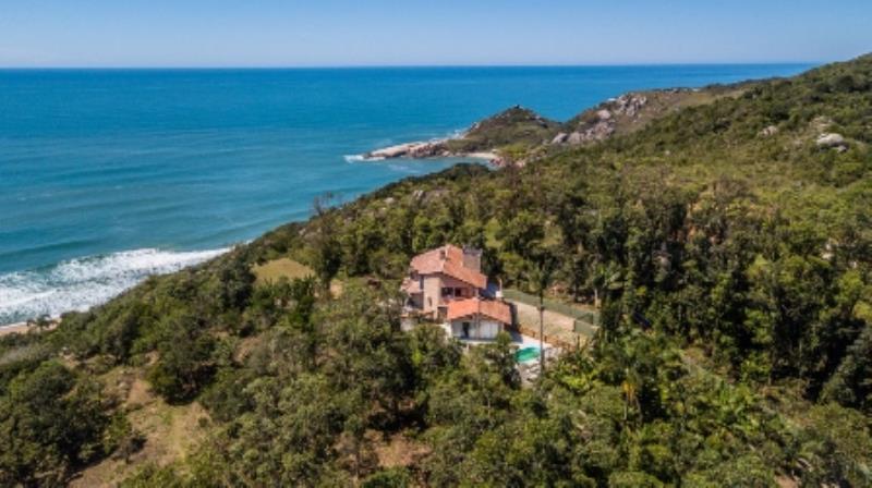 Casa-Codigo-1037-a-Venda-no-bairro-Praia-Mole-na-cidade-de-Florianópolis
