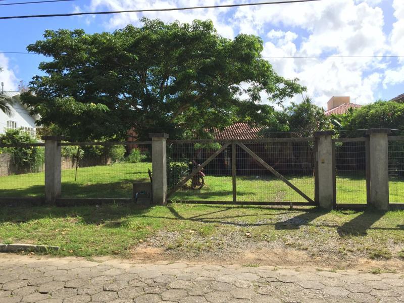 Terreno-Codigo-1201-a-Venda-no-bairro-Barra-da-Lagoa-na-cidade-de-Florianópolis