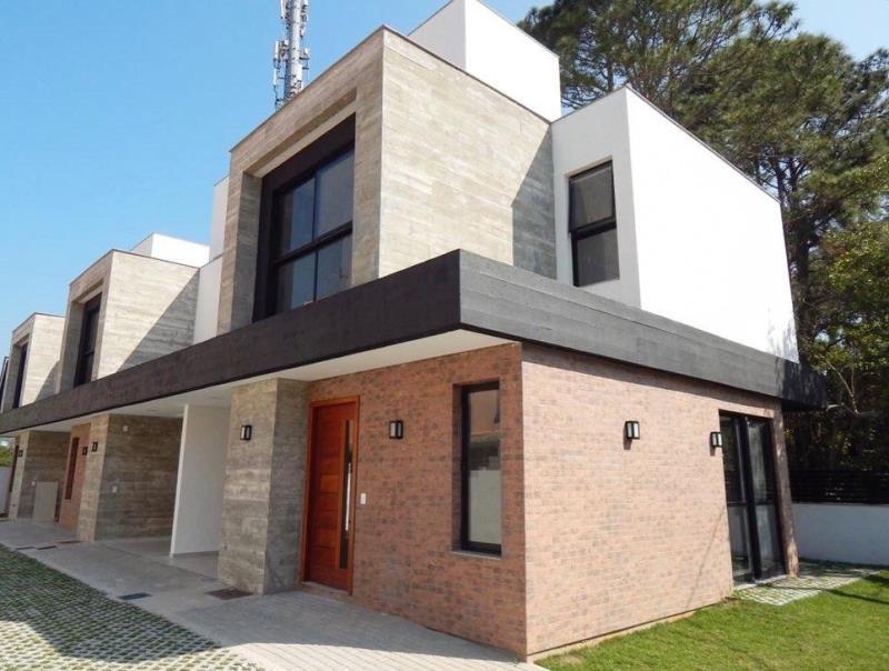 Casa-Codigo-1435-a-Venda-no-bairro-Barra-da-Lagoa-na-cidade-de-Florianópolis