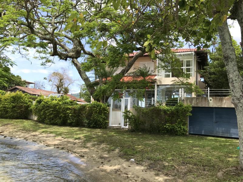 Casa-Codigo-1473-a-Venda-no-bairro-Lagoa-da-Conceição-na-cidade-de-Florianópolis