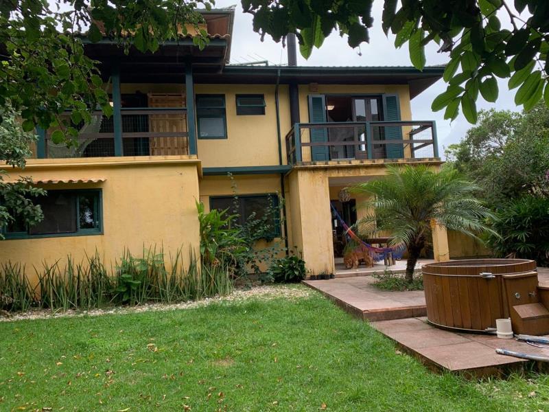 Casa-Codigo-1538-a-Venda-no-bairro-Rio-Tavares-na-cidade-de-Florianópolis