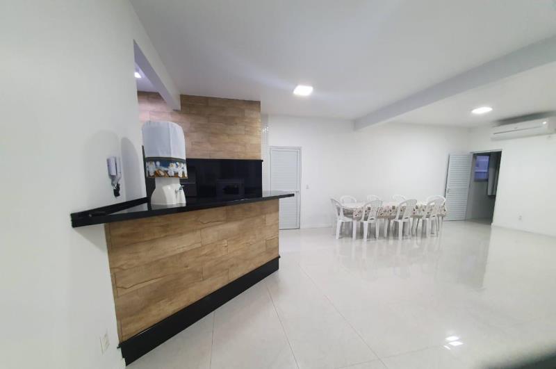 Casa-Codigo-1562-a-Venda-no-bairro-Barra-da-Lagoa-na-cidade-de-Florianópolis