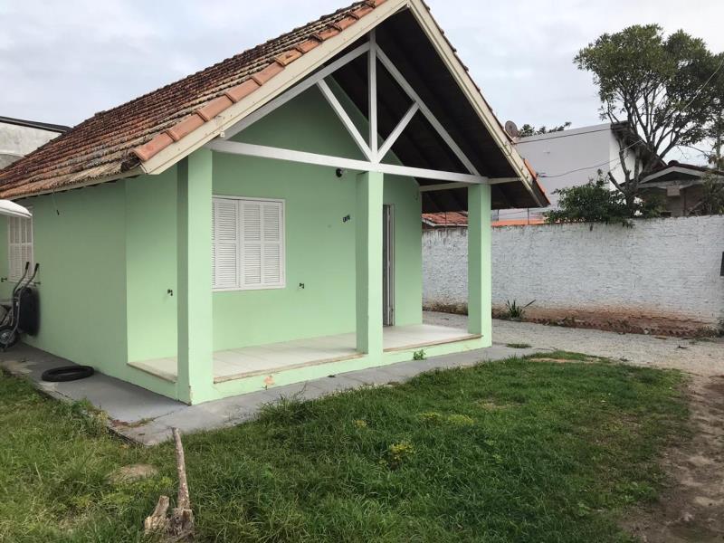 Casa-Codigo-1573-a-Venda-no-bairro-Barra-da-Lagoa-na-cidade-de-Florianópolis