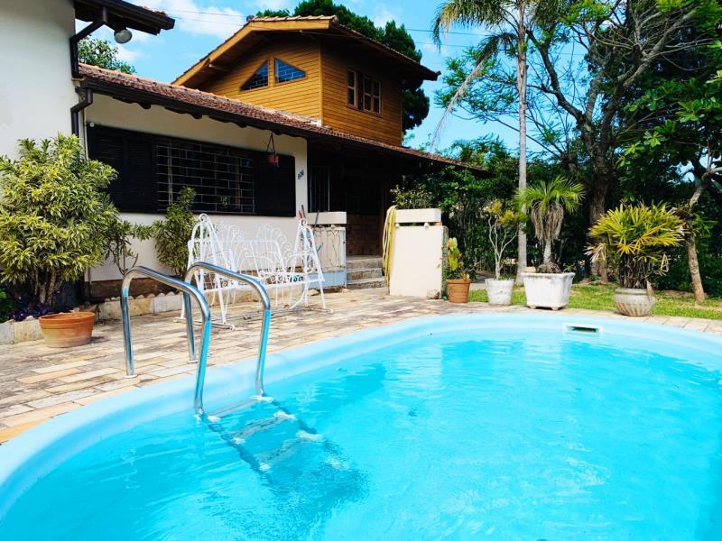Casa-Codigo-1583-a-Venda-no-bairro-Lagoa-da-Conceição-na-cidade-de-Florianópolis