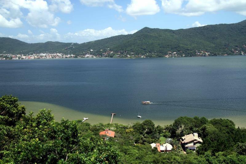 Casa-Codigo-1606-a-Venda-no-bairro-Praia-Mole-na-cidade-de-Florianópolis