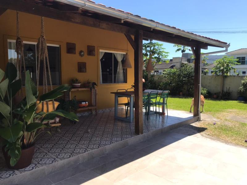 Casa-Codigo-1635-a-Venda-no-bairro-Barra-da-Lagoa-na-cidade-de-Florianópolis