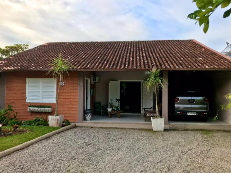 Casa-Codigo-1703-a-Venda-no-bairro-Barra-da-Lagoa-na-cidade-de-Florianópolis