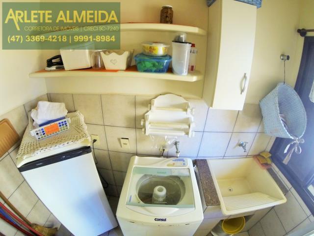 9 - área de serviço casa locação perequê