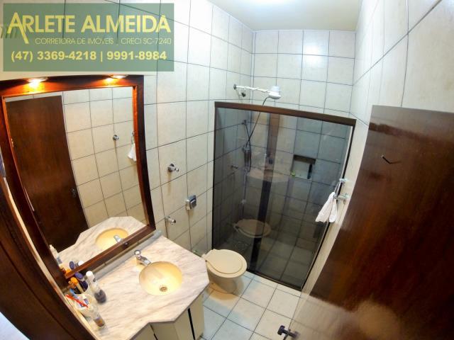 12 - banheiro casa locação perequê