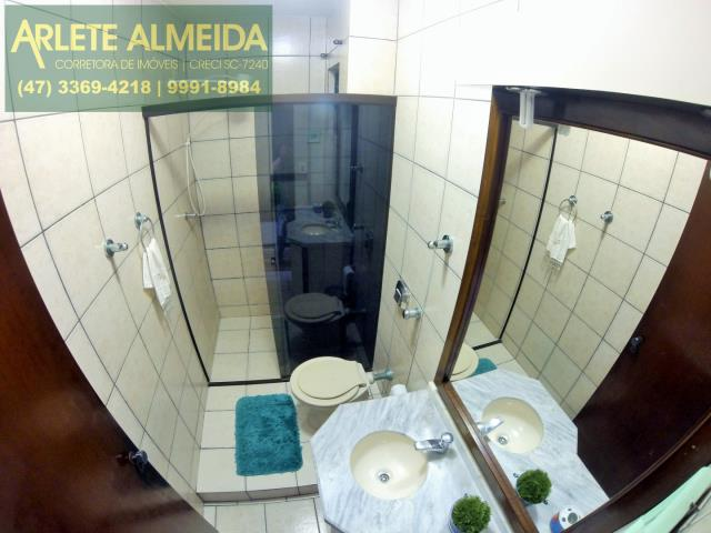 33 - banheiro casa locação perequê