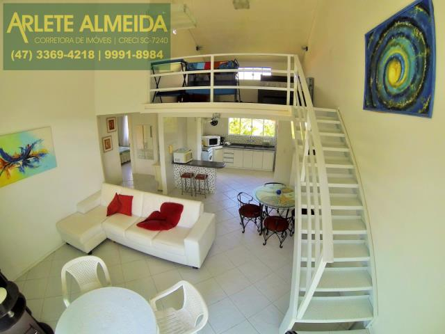 14 - sala de estar e segundo andar apartamento aluguel porto belo