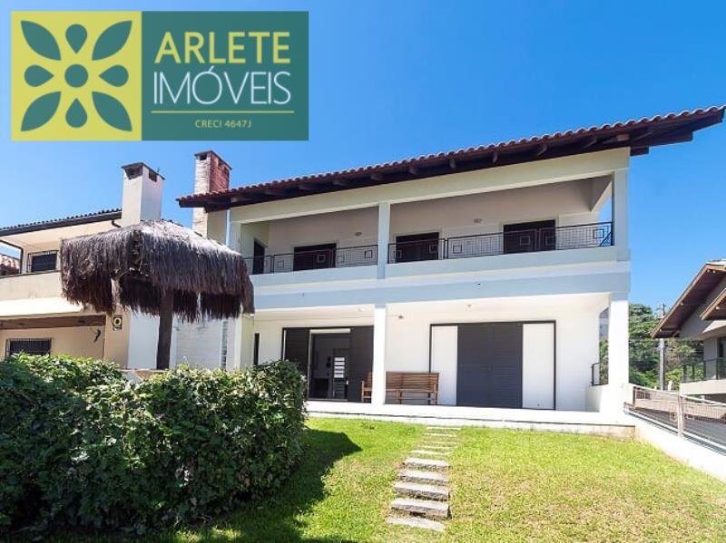 Casa Codigo 121 para Temporada no bairro Centro na cidade de Porto Belo