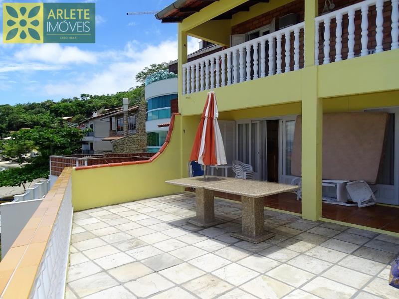 Casa-Codigo-229-a-Venda-no-bairro-Araça-na-cidade-de-Porto-Belo